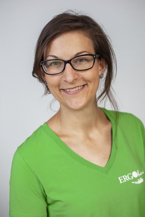 Ergotherapuetin Elena hat sich in Berlin auf Handtherapie spezialisiert.
